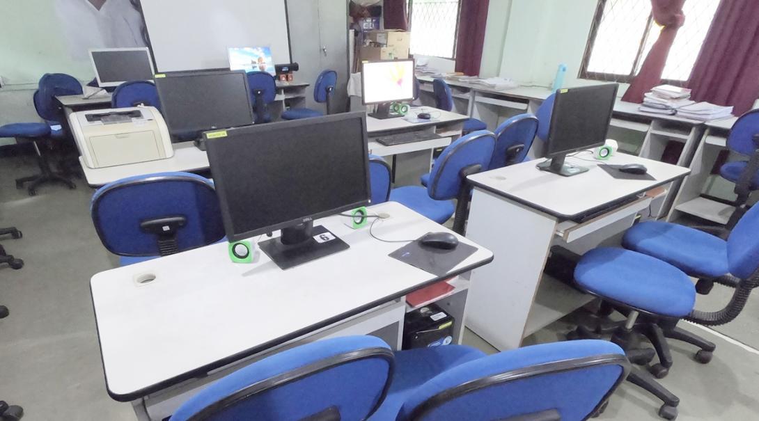 スリランカの国立の学校のコンピュータールーム
